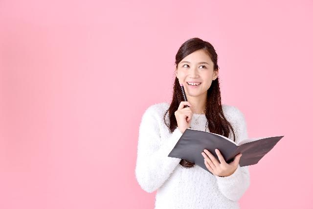 テキストと上を見る女性のサムネイル画像